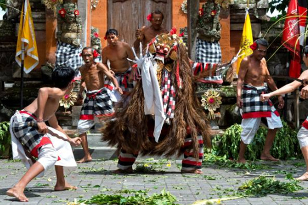 balitranquilitytours-barong&keris dance
